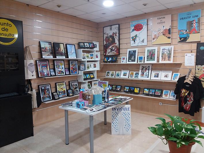 Área de productos afines. Librería Capitán Letras